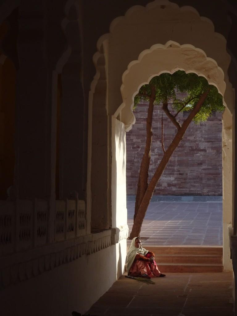 lady-seated-mehrangarh-fort