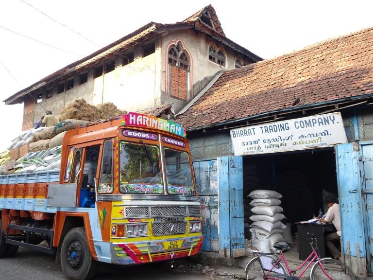 bazaar-road-traders-fort-cochin-kochi