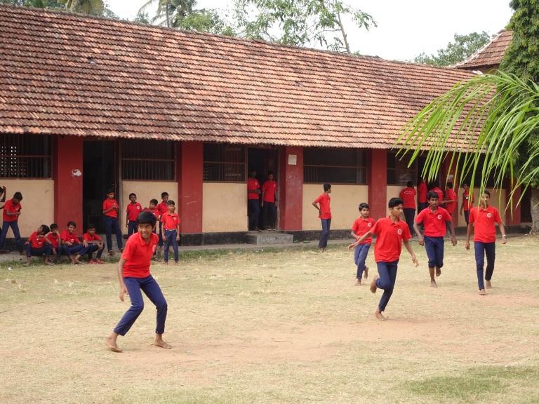 kids-playing-school-fort-cochin-kochi