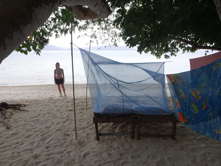 camping calumbayan island