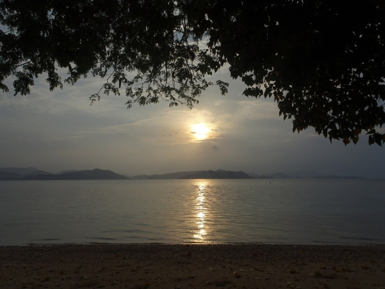 sunrise on calumbayan island